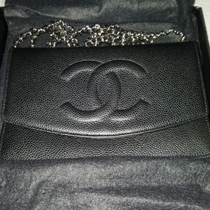Chanel wallet on a chain(cavier) comes with box